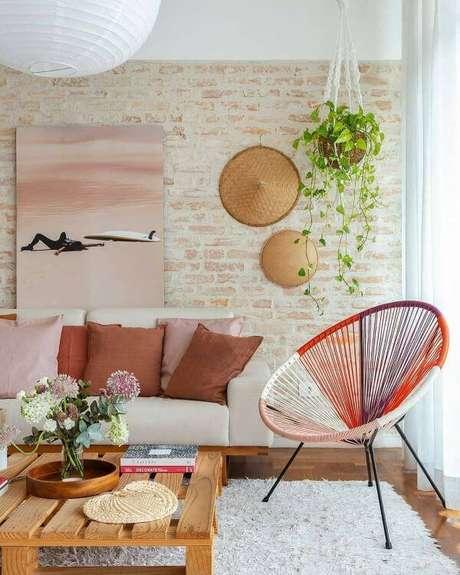 9. Revestimento bege de tijolinho para sala de estar – Foto Histórias de Casa