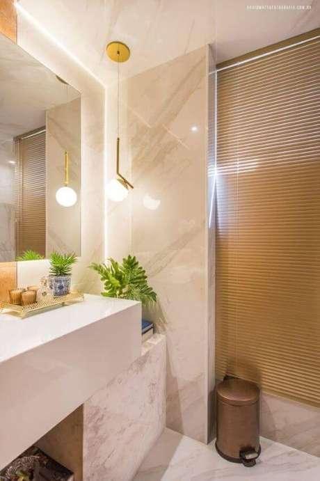 8. Banheiro com revestimento bege marmorizado – Foto Revista VD