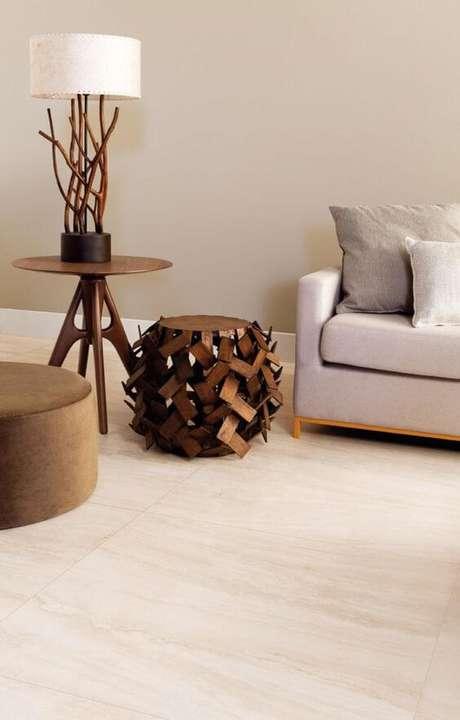 25. Revestimento bege para sala de estar moderna – Foto Portobello