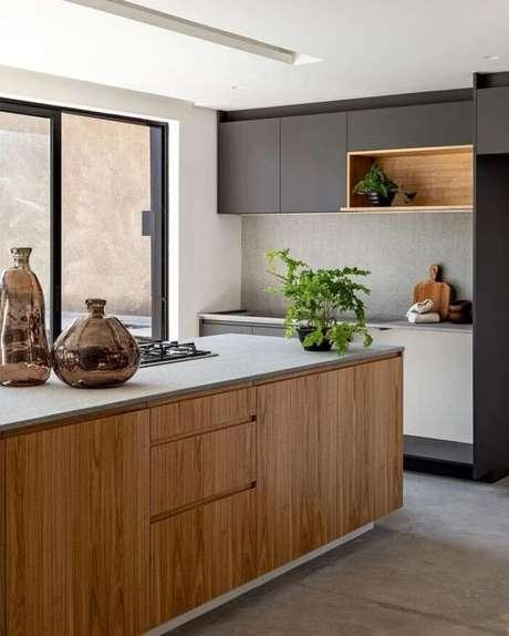 8. Decore o espaço com peças artesanais feitas à mão como os vasos de vidro. Fonte: Guelo Nunes