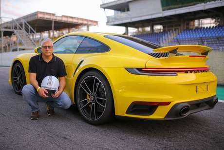 Sergio Quintanilha, editor do Guia do Carro, num teste com o Porsche 911 em Interlagos.