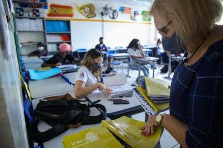 Professores de São Paulo precisam se cadastrar para tomar a vacina