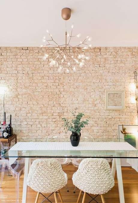 12. Revestimento bege de tijolinho para sala de jantar – Foto Histórias de Casa