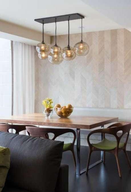 6. Sala de jantar com revestimento bege – Foto Pinterest
