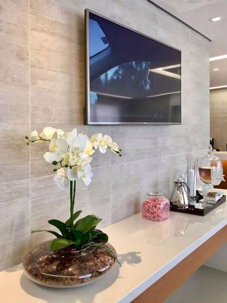 5. Revestimento bege de porcelanato no painel da casa – Foto Revista VD