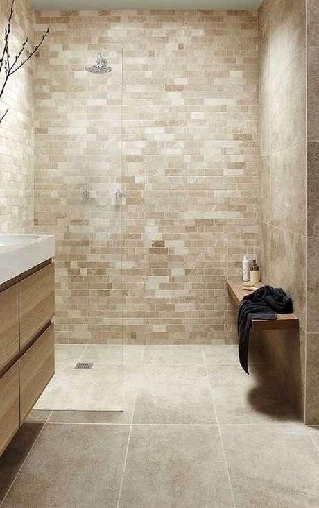 19. Revestimento bege para banheiro moderno – Foto Pinterest