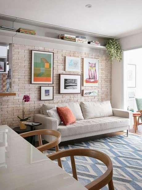3. Revestimento bege de tijolinho para sala de estar moderna – Foto Homify