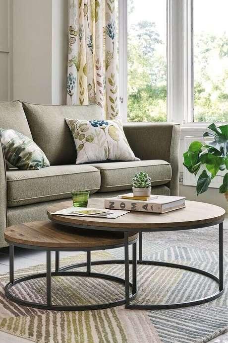 7. Decoração para sala de estar com mesa de centro redonda dupla – Foto: Homedit
