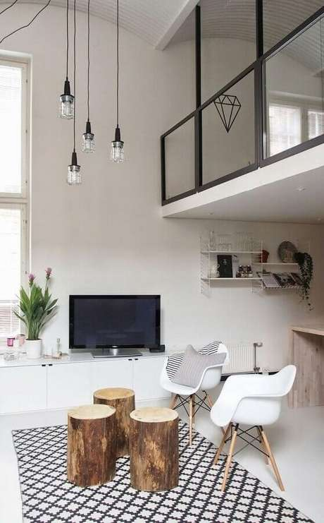 26. Decoração para sala com mesa de centro redonda de madeira rústica – Foto: Pinterest