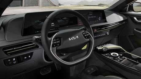 Interior do Kia EV6 traz painel digital e central multimídia de 12'' com aspecto flutuante. Foto