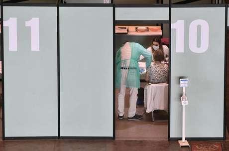 Centro de vacinação contra Covid-19 em Gênova, na Itália