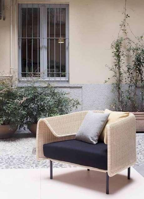 44. Poltrona de vime com almofadas para área externa – Foto Pinterest