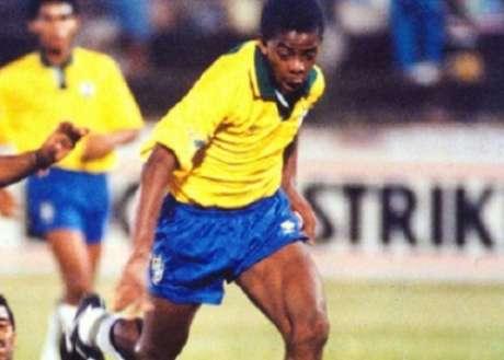 Dener teve sua primeira convocação com Falcão como treinador (Reprodução)