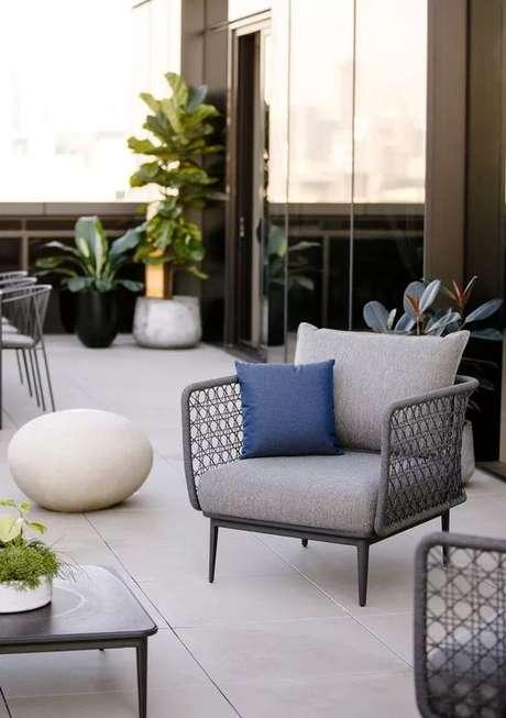 2. Cadeira para área externa cinza com estofado – Foto Amazon