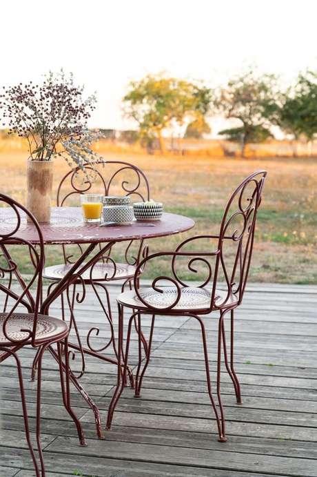 10. Cadeira de ferro para sala de jantar – Foto Pntrest