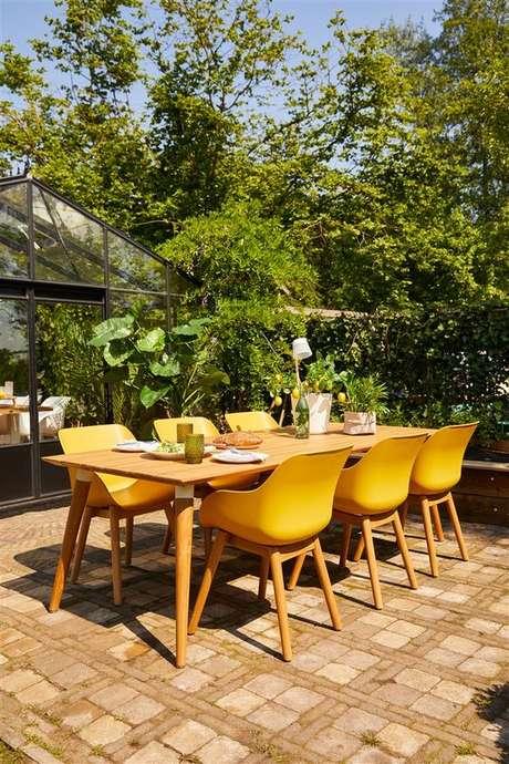 13. Cadeira para área externa amarela – Foto Prenuptia