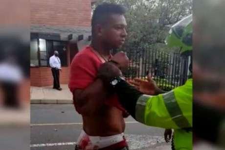 Fredy Guarín é preso após briga com pai, na Colômbia (Reprodução/Twitter BluRadio Colombia)