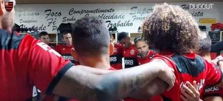 Diego fala com o elenco no vestiário, antes de Flamengo 3x0 Bangu (Foto: Reprodução / FlaTV / Dugout)