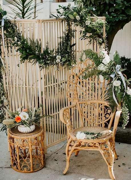 39. Jardim decorado com cadeira para área externa e móveis de vime – Foto Inspired By This