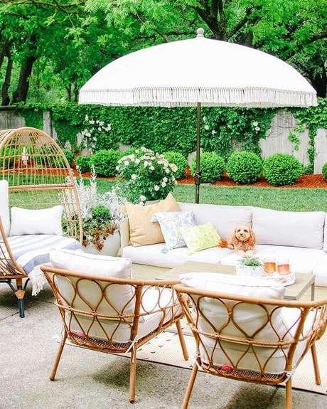 38. Jardim decorado com cadeira para área externa de vime Foto Pinterest