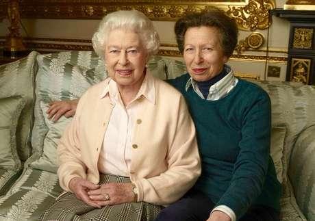 A rainha Elizabeth e a princesa Anne: mãe e filha são bastante apegadas às tradições seculares da monarquia