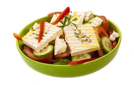 Salada de pepino e queijo branco