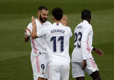 Benzema e Asensio comemoram gol do Real Madrid