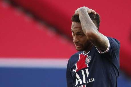 Neymar foi expulso em primeiro jogo depois de um mês