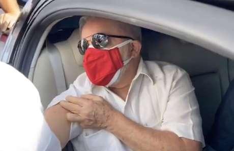 Lula recebe a 2ª dose da vacina contra a covid-19