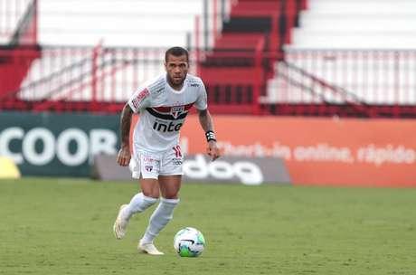 Daniel Alves comentou sobre os estilos de jogo de Crespo e Diniz (Foto: Rubens Chiri / saopaulofc.net)