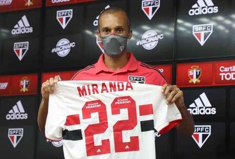 Miranda é um dos novos jogadores da equipe de Hernán Crespo (Foto: Divulgação/São Paulo)