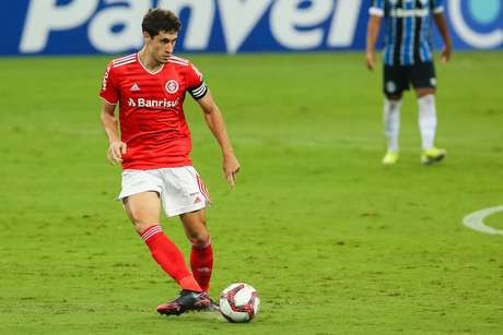 Rodrigo Dourado reclamou das chances de gol perdidas pelo Internacional