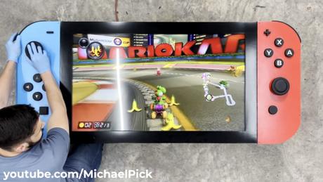 Versão gigante do Nintendo Switch funciona quase como o console original