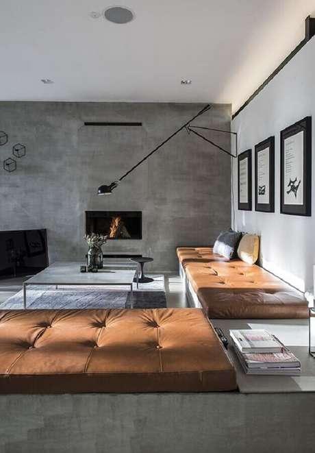 32. Sala com estilo industrial decorada com luminária de parede preta e sofá de couro – Foto: Futurist Architecture