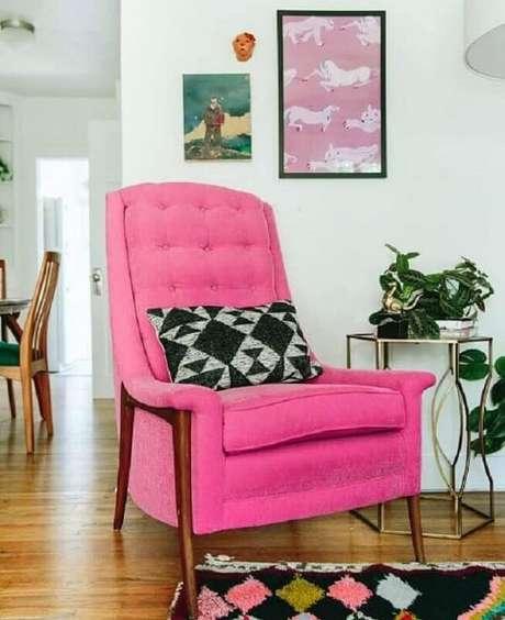 25. Modelo de poltrona pé palito rosa pink se destaca na decoração. Fonte: Pinterest