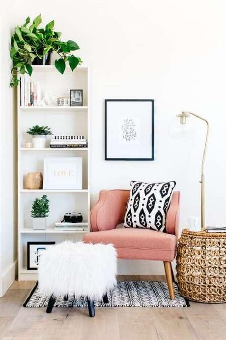 1. Decoração de sala com poltrona pé palito rosa. Fonte: The TomKat Studio