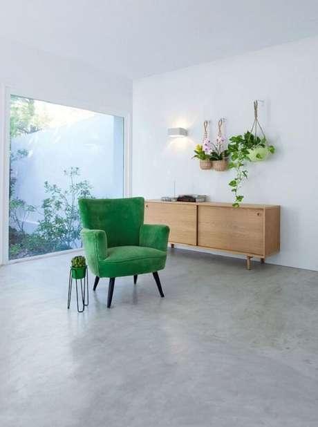 14. Sala de estar minimalista com poltrona pé palito verde. Fonte: Cote Maison