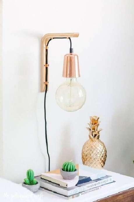 19. Decoração clean com luminária de parede rose gold – Foto: Pinterest