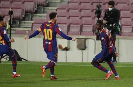 Barcelona bate Valladolid com gol nos minutos finais e encosta na ponta do Espanhol