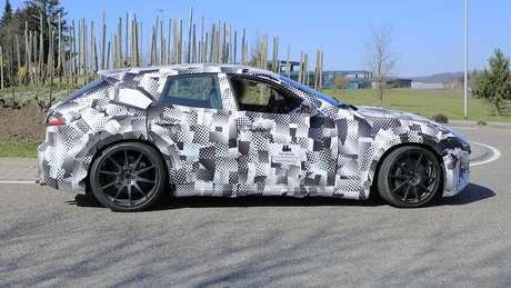 Ferrari Purosangue terá design de SUV cupê, porém com a carroceria muito próxima do chão