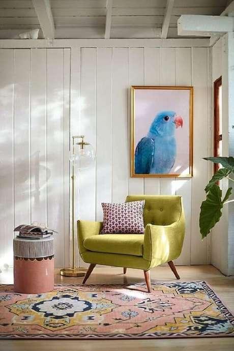 22. Poltrona pé palito capitonê verde na decoração moderna. Fonte: Pinterest