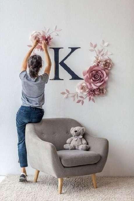 30. Decore o quarto de bebê com uma linda poltrona pé palito cinza. Fonte: Pinterest