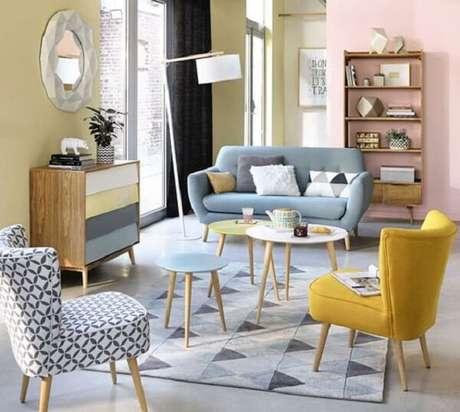 2. Sala de estar retrô com sofá e poltrona pé palito. Fonte: Pinterest