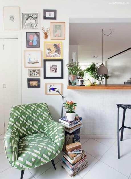 27. Modelo de poltrona pé palito estampada decora a sala de estar. Fonte: Reciclar Decorar