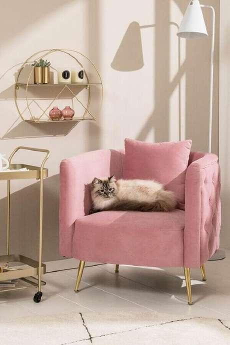 38. Decoração charmosa com poltrona pé palito rosa. Fonte: DEPOT