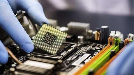 China é o maior produtor de chips do mundo e tem priorizado seu mercado interno na retomada