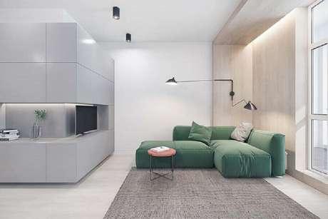 28. Decoração contemporânea para sala de estar com luminária articulada de parede – Foto: Pinterest