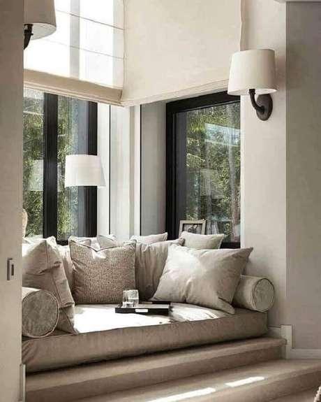 1. Confortável cantinho de leitura decorado com luminária de parede – Foto: No Decora