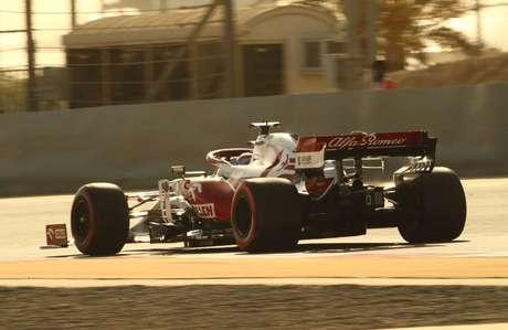 Kimi Räikkönen foi até o Q2, mas larga só em 14º