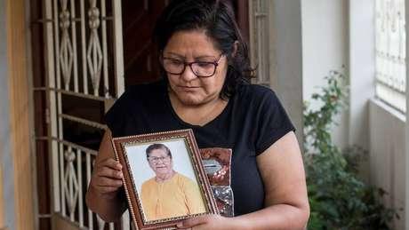 Elsa Maldonado espera o resultado do exame de DNA para dar um enterro digno à mãe dela, Enma Aguirre